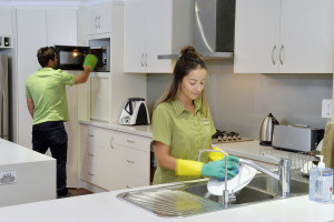 7 CHEMICAL-FREE CLEANING HACKS!